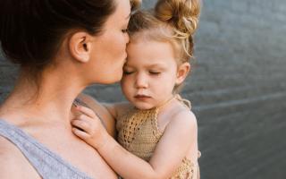 К чему снится держать на руках младенца сонник