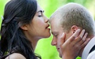 К чему снится покойник целует в губы сонник