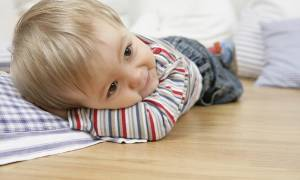 Почему ребенок поднимает ноги во сне сонник