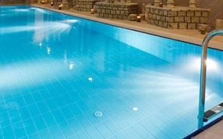 Сонник бассейн с чистой водой