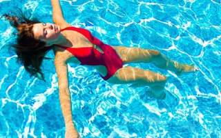 К чему снится плавать в воде ночью сонник