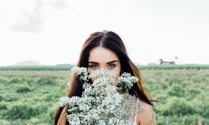 Во сне бывший муж дарит цветы сонник
